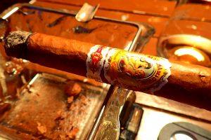 Zigarre in Aschenbcher