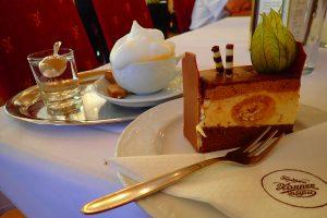 Dessert mit Kaffee bei Zauner