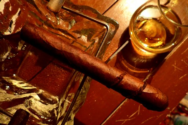 Zigarre ohne Banderole