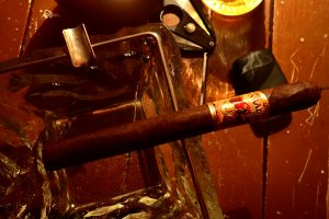 Zigarre im Aschenbecher