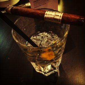 Zigarre auf GinTonic