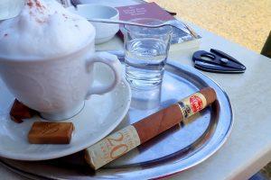 Zigarre und kaffee